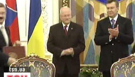 Украина и Словакия отменили консульские сборы