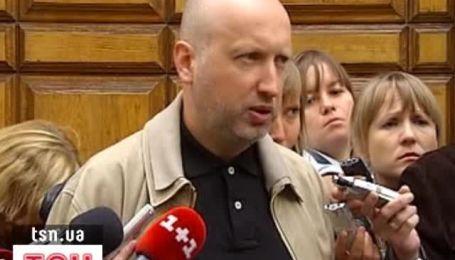 Турчинов пообещал не покидать Украину