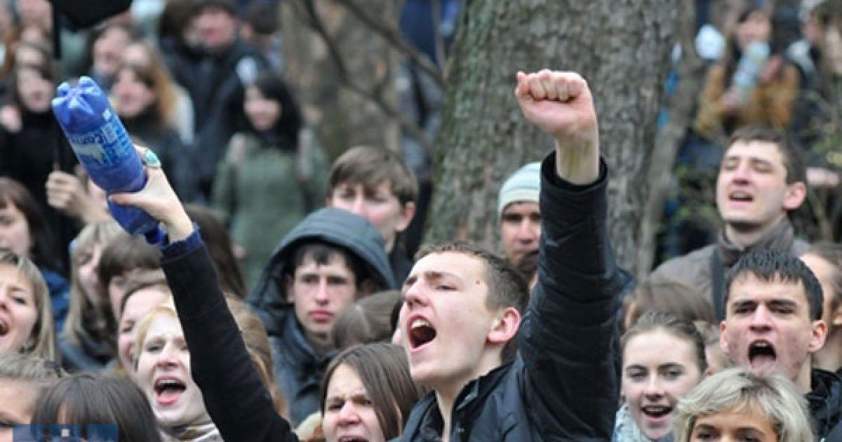 """Близько двох тисяч студентів у Львові провели акцію протесту """"Проти деградації освіти"""" @ zik.com.ua"""