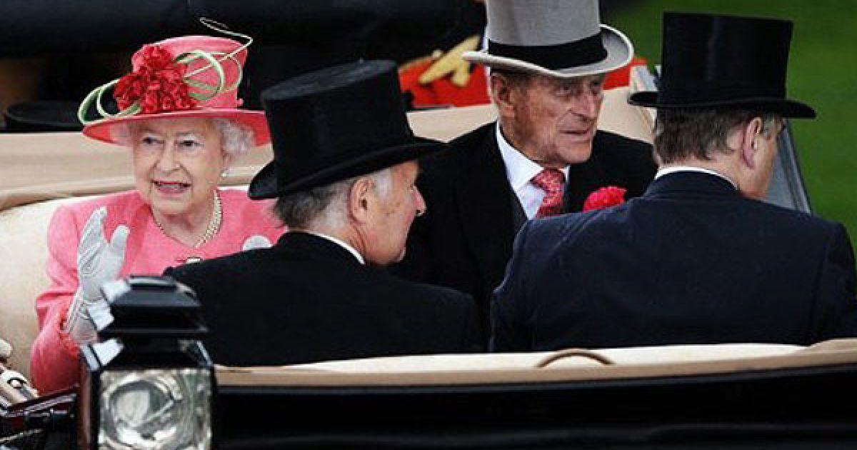 Открыла королевские скачки Royal Ascot 2011 королева Великобритании Елизавета II.