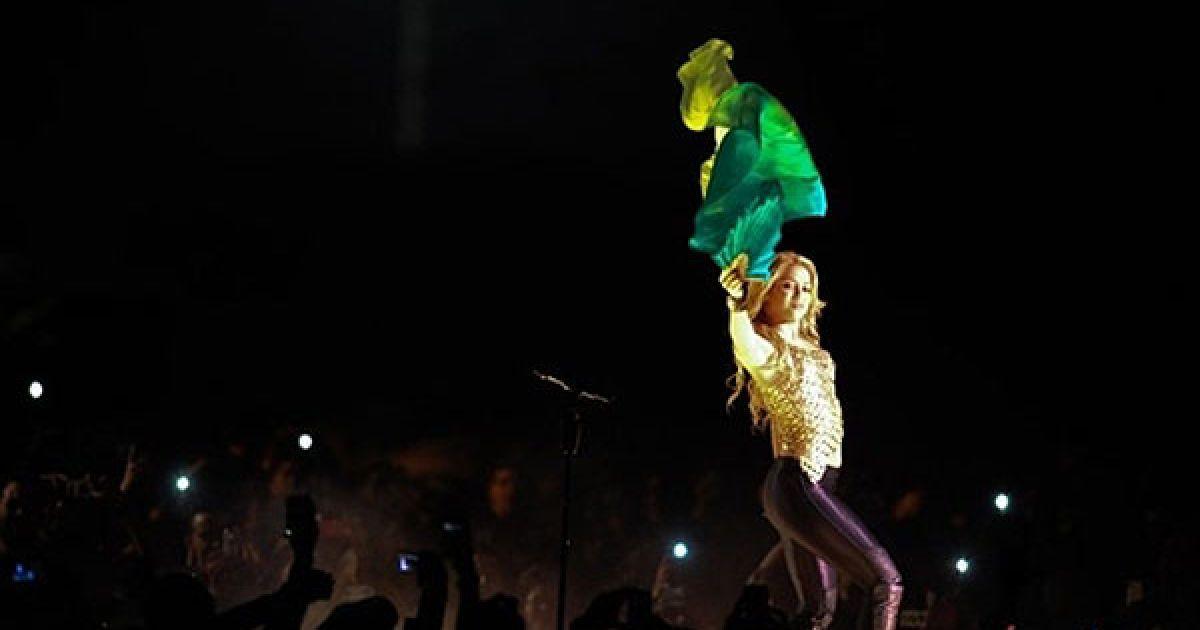 """Венесуела, Каракас. Колумбійська поп-співачка Шакіра виступає у Каракасі під час світового туру на підтримку свого останнього альбому """"Sale el Sol"""". @ AFP"""
