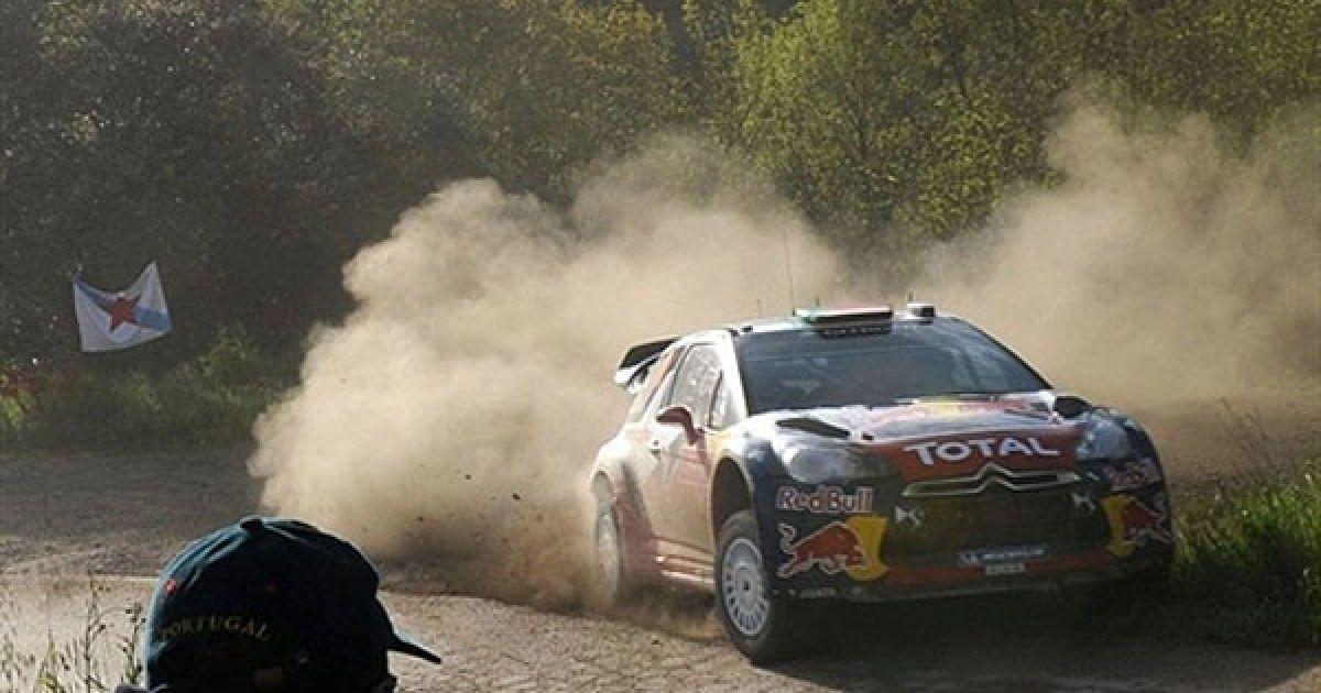 Португалія, Мессайнс. Французький гонщик Себастьян Леб та його штурман Даніель Елена з Монако ведуть свій Citroen DS3 WRC під час останнього етапу ралі Португалії. @ AFP