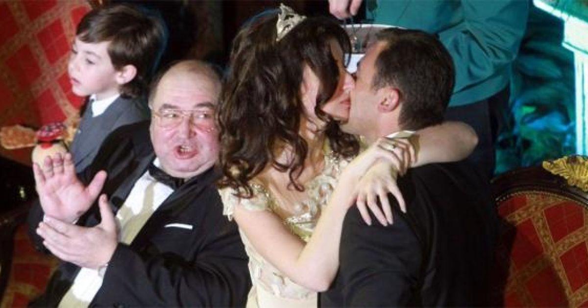 Экс-жена Баскова вышла замуж за друга Януковича