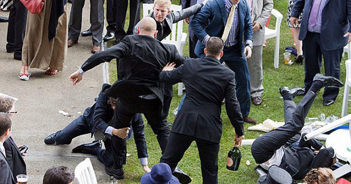 Большим скандалом закончились в минувший четверг знаменитые королевские скачки в Аскоте. @ dailymail.co.uk