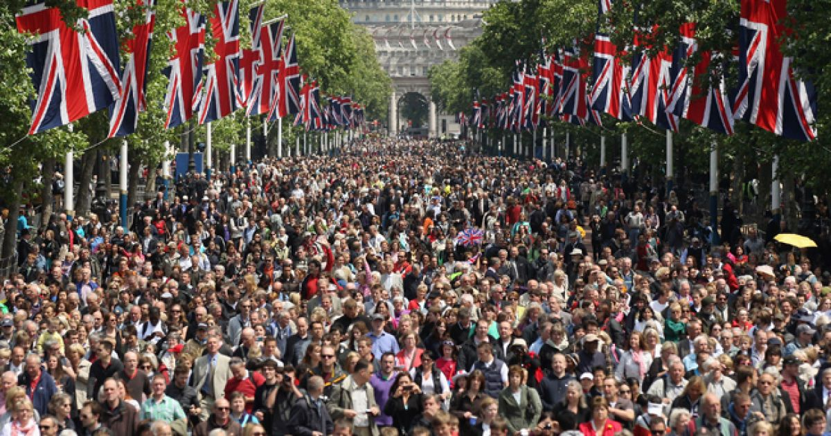 Великобританія традиційною помпезною церемонією відзначила день народження королеви Єлизавети ІІ. @ AFP