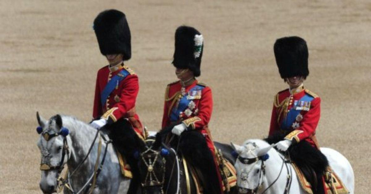 Вперше в цьому році у параді взяв участь онук королеви принц Вільям. @ AFP