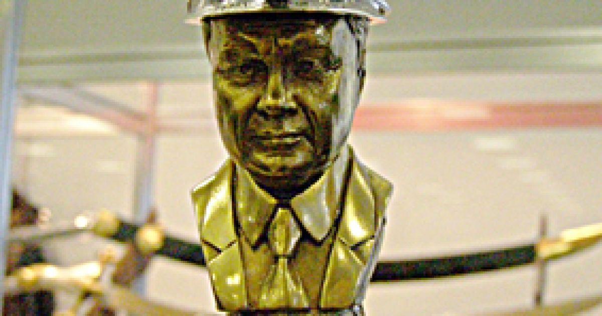 В оздоблені шаблі використано золото, срібло, діаманти. @ museum-ukraine.org.ua