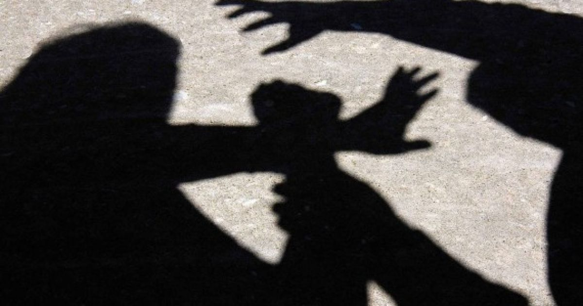 У Києві на Троєщині ґвалтівник накинувся на 13-річну школярку в під'їзді