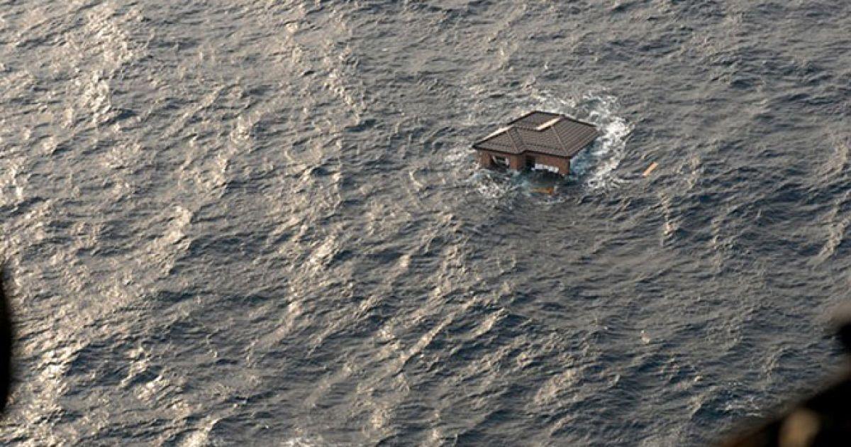 Сміття в океані після землетрусу та цунамі 11 березня @ U.S. Department of Defense