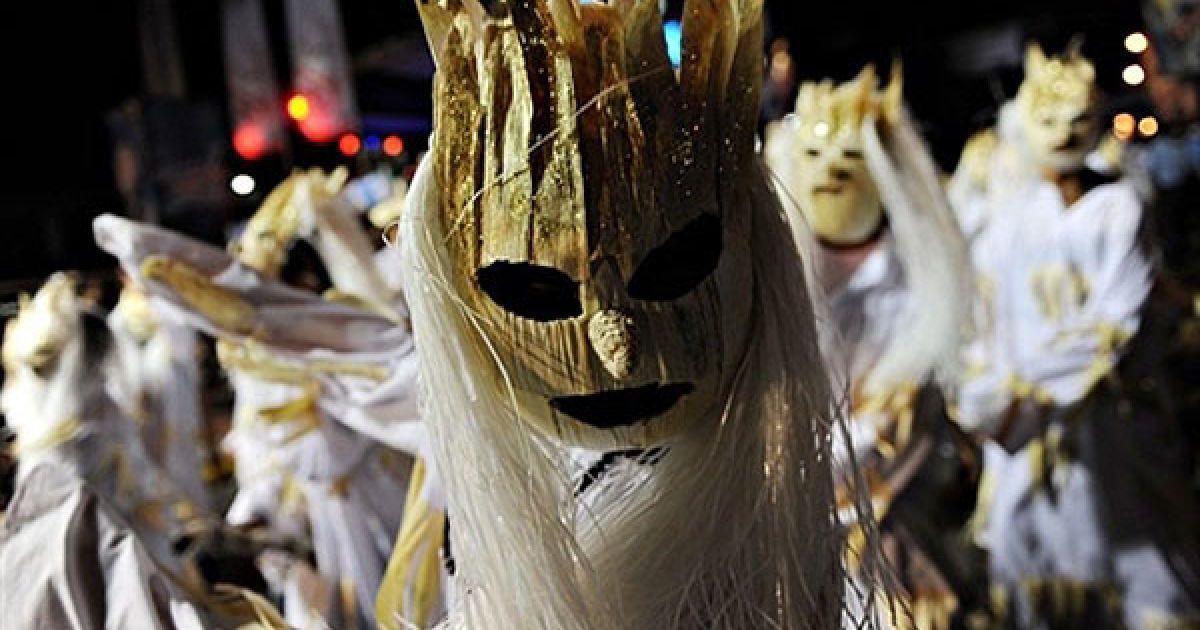 Нікарагуа, Манагуа. Танцівниці беруть участь у Карнавалі радості життя в Манагуа. @ AFP