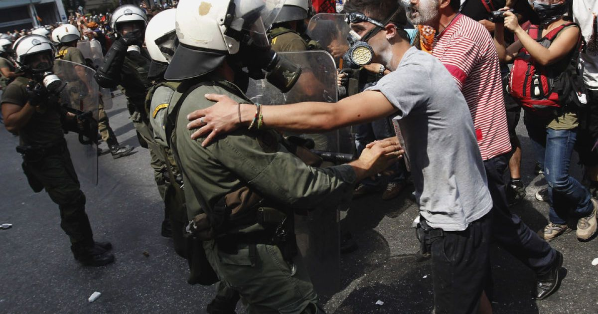 фотографии массовых беспорядков увеличивает