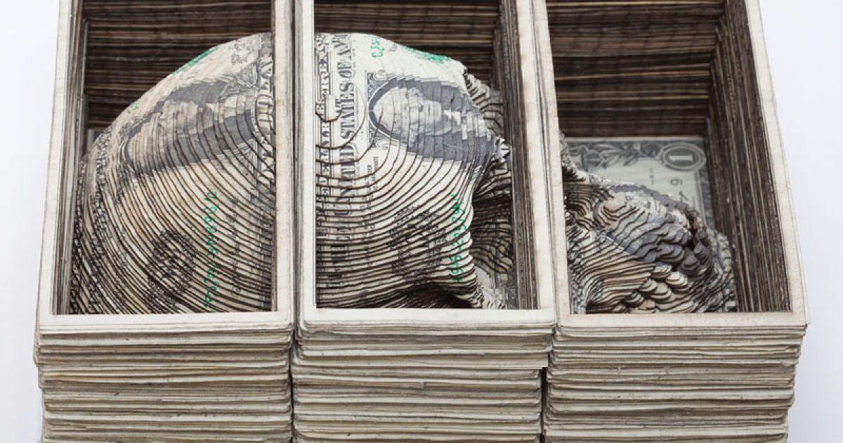 Найвідомішу роботу – тривимірний череп – Скотт Кемпбелл вирізав з купюр на суму 11 тисяч доларів США.