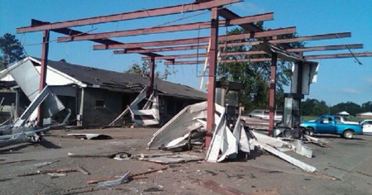 На Середній Захід США обрушився руйнівний торнадо, в результаті якого понад 30 людей загинули. @ neshobademocrat.com