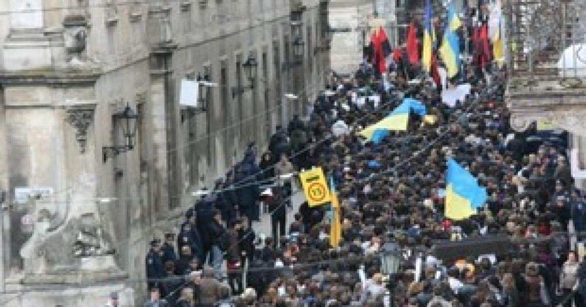 """Близько двох тисяч студентів у Львові провели акцію протесту """"Проти деградації освіти"""" @ ZAXID.NET"""