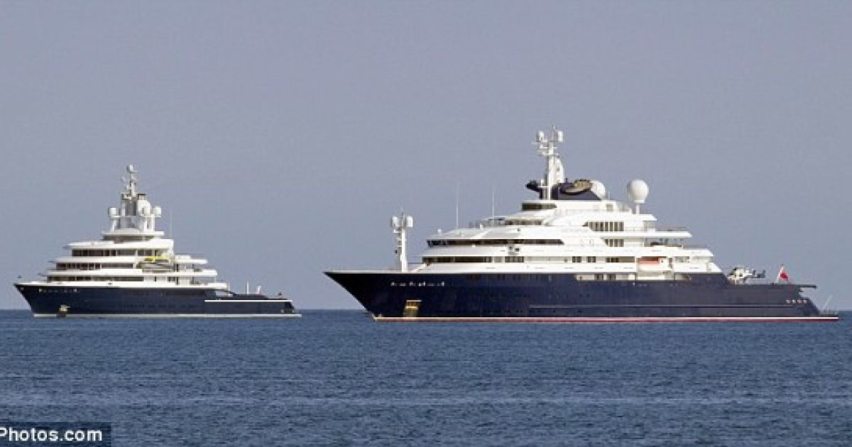 """""""Битва яхт"""". Слева - яхта Абрамовича @ redbull.com.ua"""