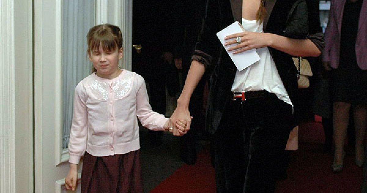 Ліза Ющенко прийшла з племінницею Наною. @ ТСН.ua