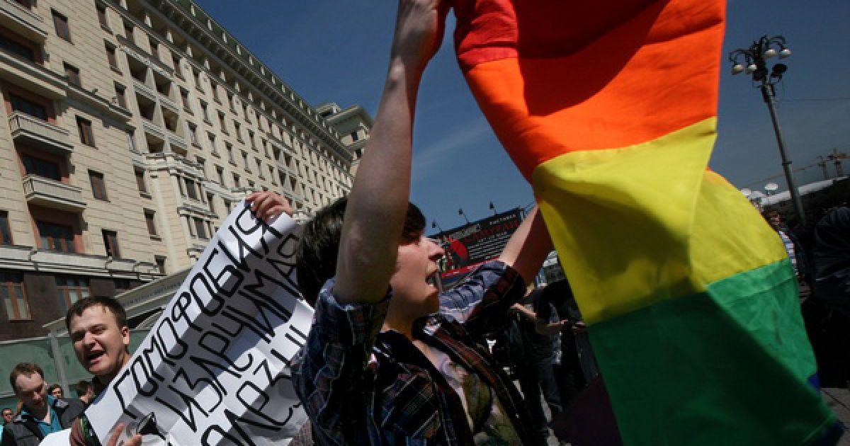 Спроба активістів секс-меншин провести несанкціонований гей-парад у Москві закінчилася масовими затриманнями. @ Новая газета