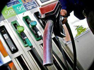 В Украине впервые за год подешевел бензин