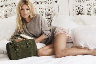 Заміжня Кейт Мосс спокушає довгими ногами в новій рекламі