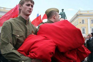 Герман: Янукович досі чекає висновків щодо червоного прапора