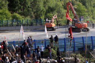 Сотні італійців через будівництво залізниці побилися з поліцією