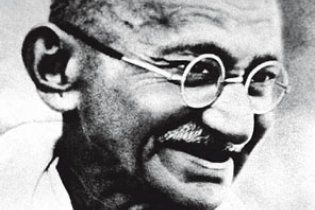 """В Индии похитили урну с прахом Махатмы Ганди, а на мемориале написали слово """"предатель"""""""