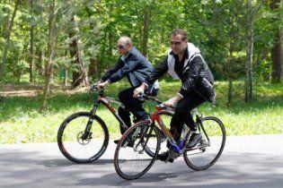 Мєдвєдєв і Путін пересіли на велосипеди