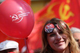 Комуністи зібрались навколо Леніна