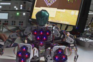 """Німецькі вчені створили """"шкіру"""" для роботів (відео)"""