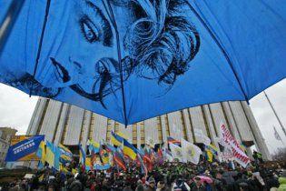 """Учасники """"Автомайдану"""" передали Азарову свої вимоги"""