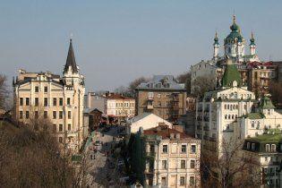 В Киеве на Андреевском спуске водители устраивают самоуправство