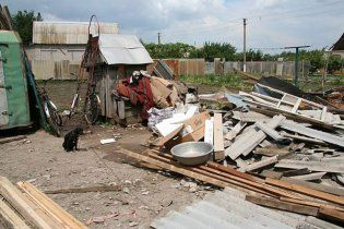 В Запоріжжі ураган позривав дахи з десятків будинків