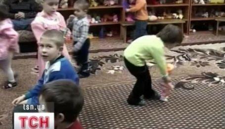 Защита детей в Украине начала хромать