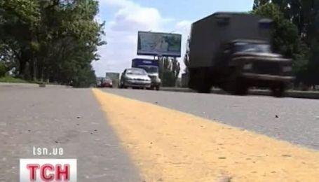 В Харькове на дорогах появились желтые линии