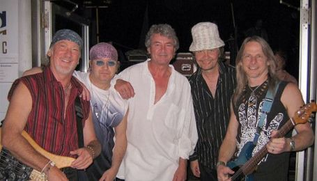 60-летние музыканты группы Deep Purple уже сутки в Киеве