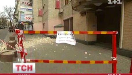 В центре Киева обвалилась кирпичная стена