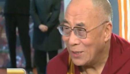 Телеведущий попытался рассказать Далай-ламе анекдот о нем и пицце, вышел казус