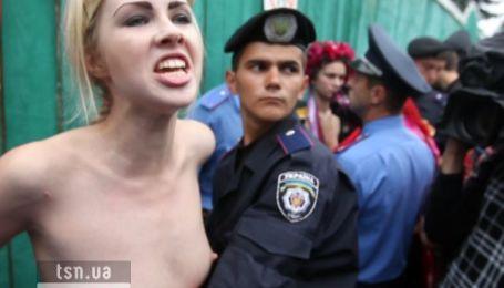 Акція FEMEN проти пенсійної реформи