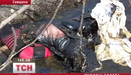 На Сумщині дівчинка ледь не загинула в ямі зі смолою