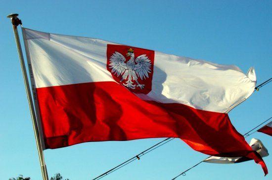 У Варшаві висловили обурення через спалення польського прапора в Києві