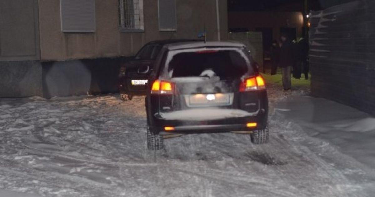 """Выезд блокировали более 30 жителей Ровно и четыре автомобиля, которые внезапно """"сломались"""" и перекрыли проезд @ charivne.info"""