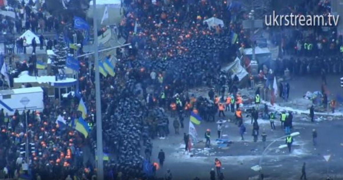 На Евромайдан прибывают мирные люди