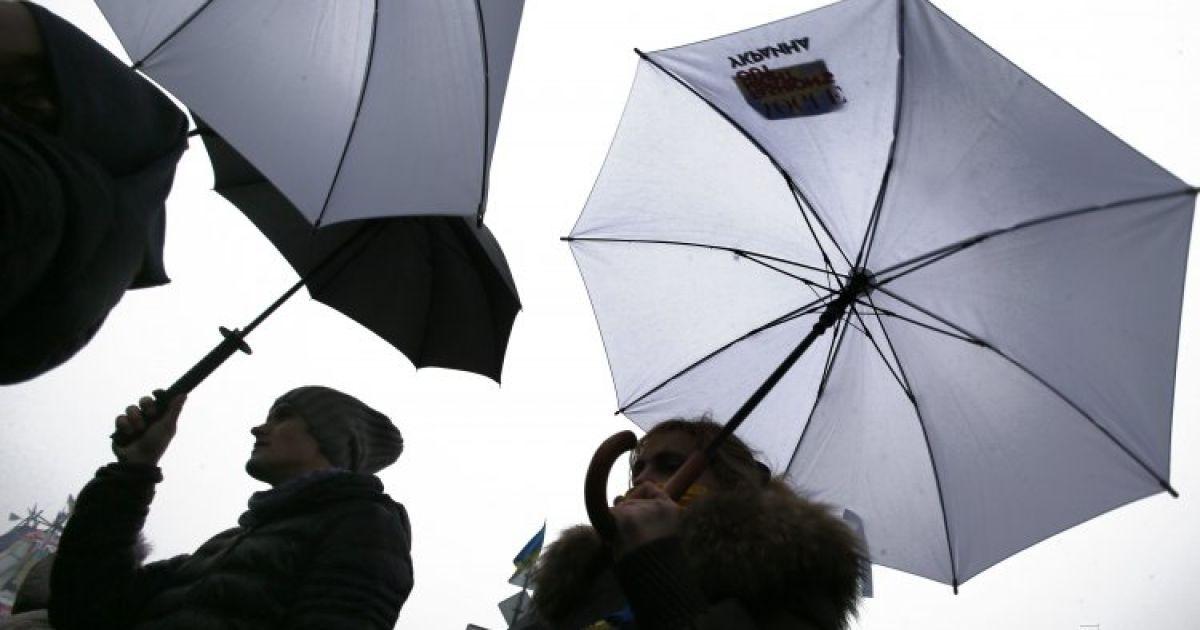"""Українці підтримали російський телеканал """"Дождь"""" флеш-мобом @ УНІАН"""