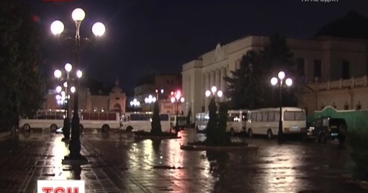 """Антимайдан у  Маріїнському парку знову """"оживає"""" @ ТСН.ua"""