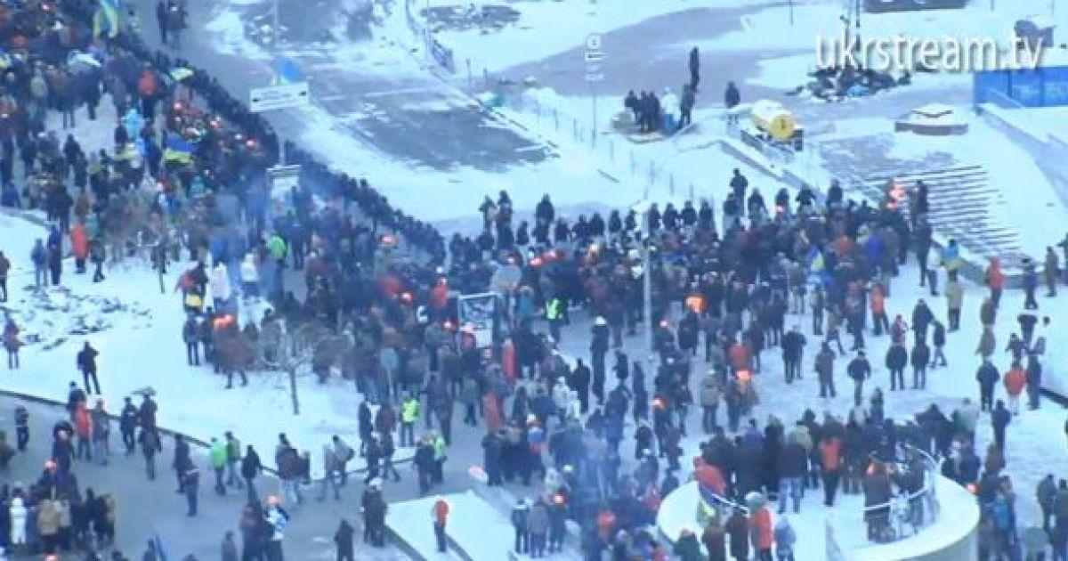 На Евромайдан прибывают мирные люди @ dailymirror.info
