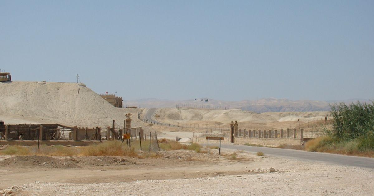 Дорога між шосе та річкою Йордан. Фото Дмитра Шаповалова @ ТСН.ua
