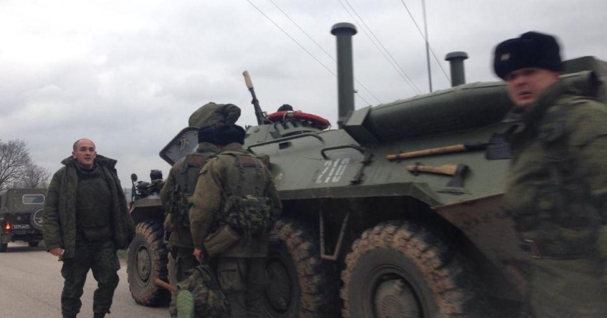 """Військова техніка прямує в бік аеропорту """"Бельбек"""" @ olex-kurinniy.livejournal.com"""