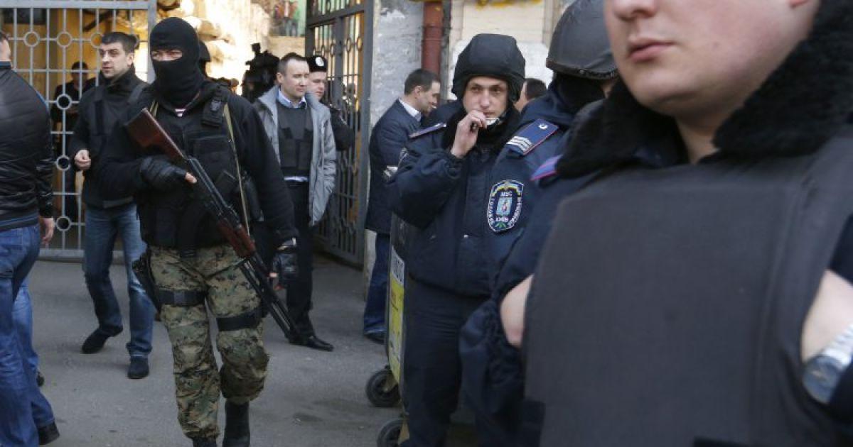 Невідомі влаштували стрілянину в центрі столиці @ УНІАН