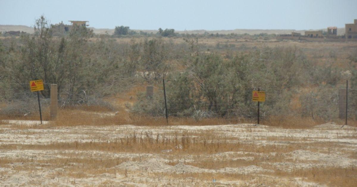 Попереджувальні таблички про міни. Фото Дмитра Шаповалова @ ТСН.ua