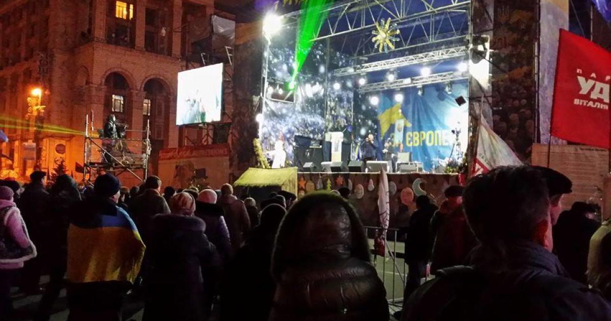 Вночі біля сцени зібралися євромайданівці @ adme.ru
